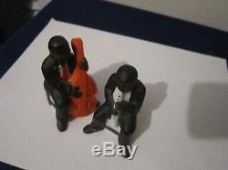 Music player salt and pepper shakers set