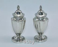 Pair Of Silver Salt/pepper Shakers Birmingham 1907 William Hutton & Sons